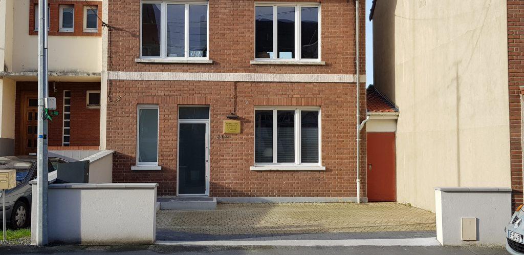 De la gare d'Arras: 20 min à pied, 7 min en voiture, 10 min en Bus- Ligne 8